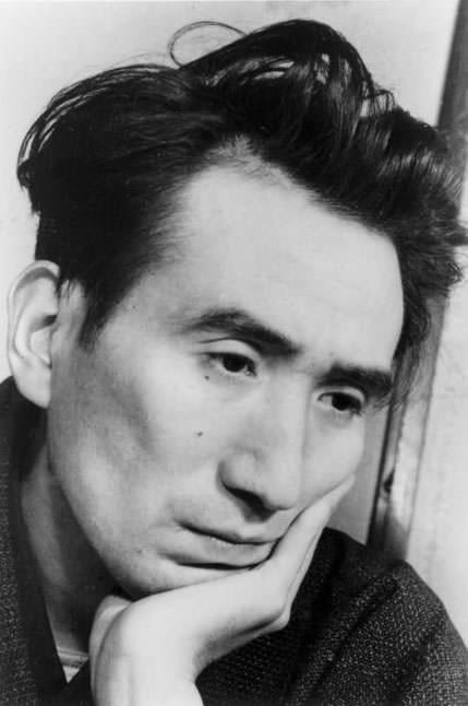 太宰治(1940年代/田村茂撮影)